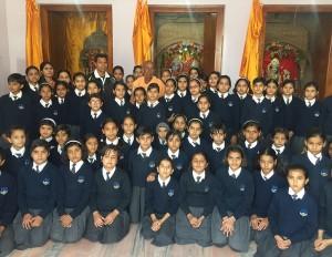 dundlod public school children in radha kishan temple, top 10 boarding school in jhunjhunu rajasthan